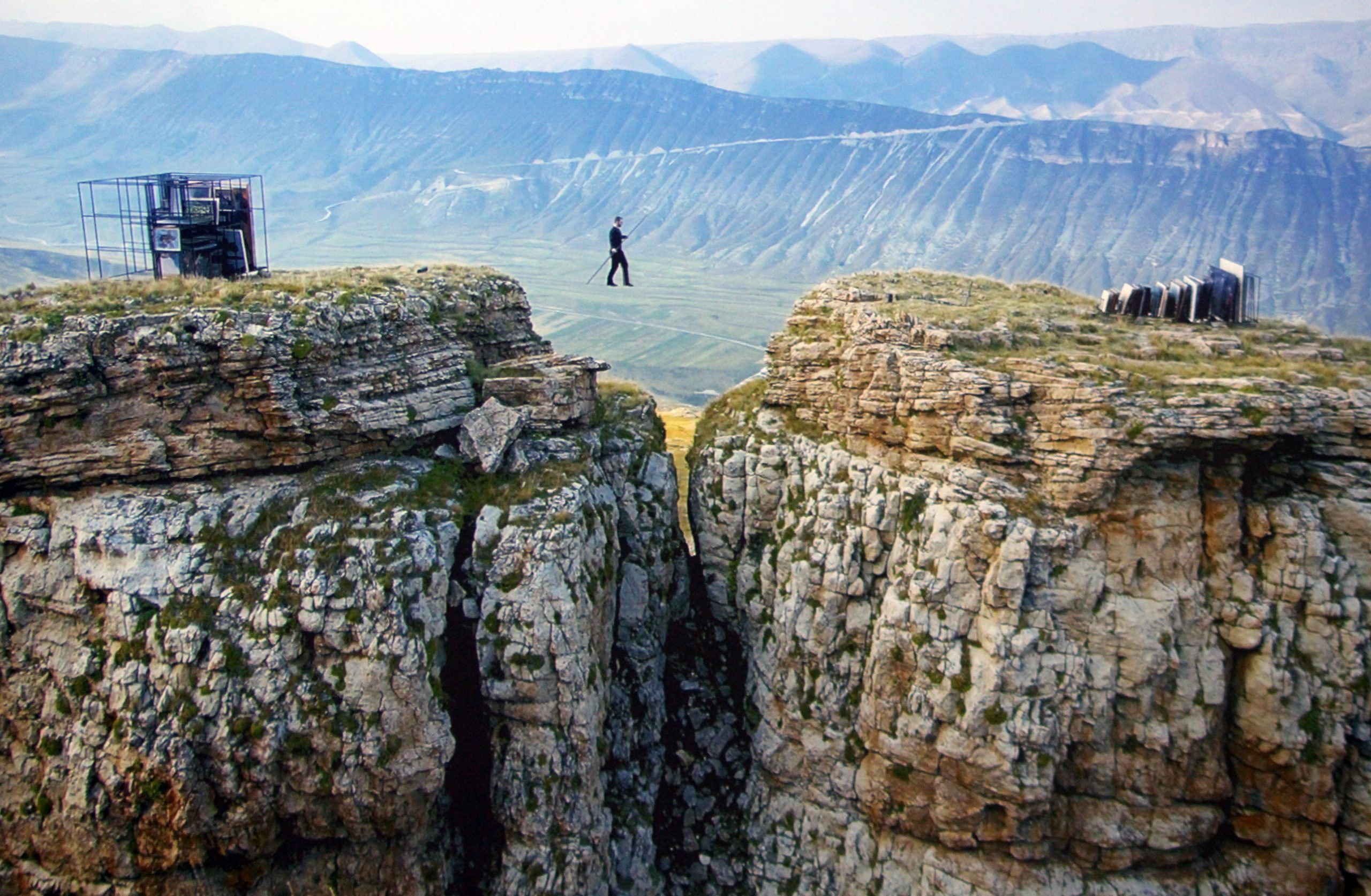 The film Tightrope, by Russian artist Taus Makhacheva, shows Rasul Abakarov crossing a canyon carrying 61 works from the Dagestani Museum of Fine Art.