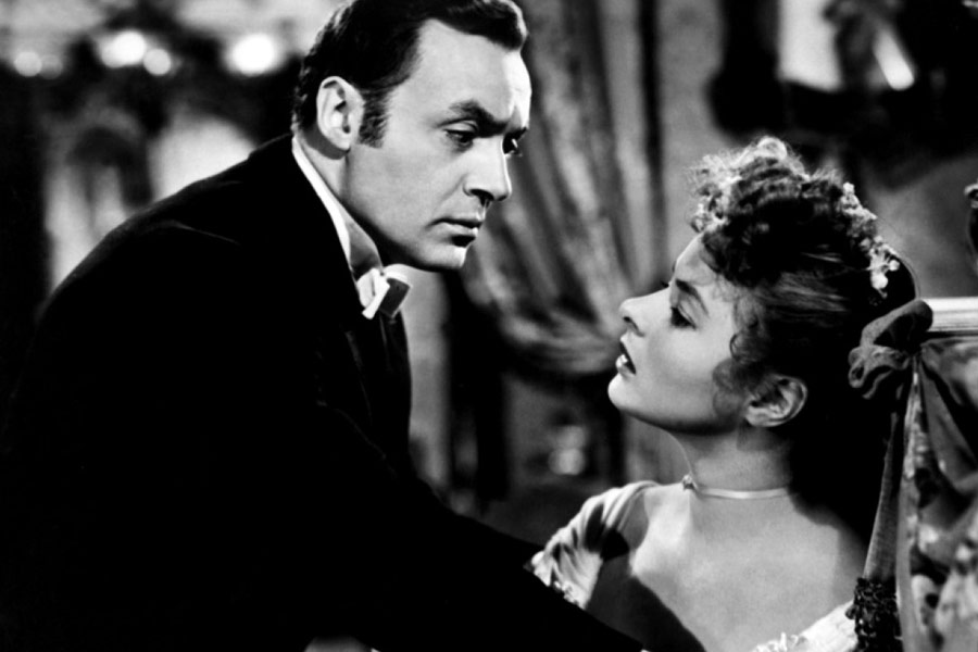 Film still from 1944 Gaslight with Ingrid Bergman