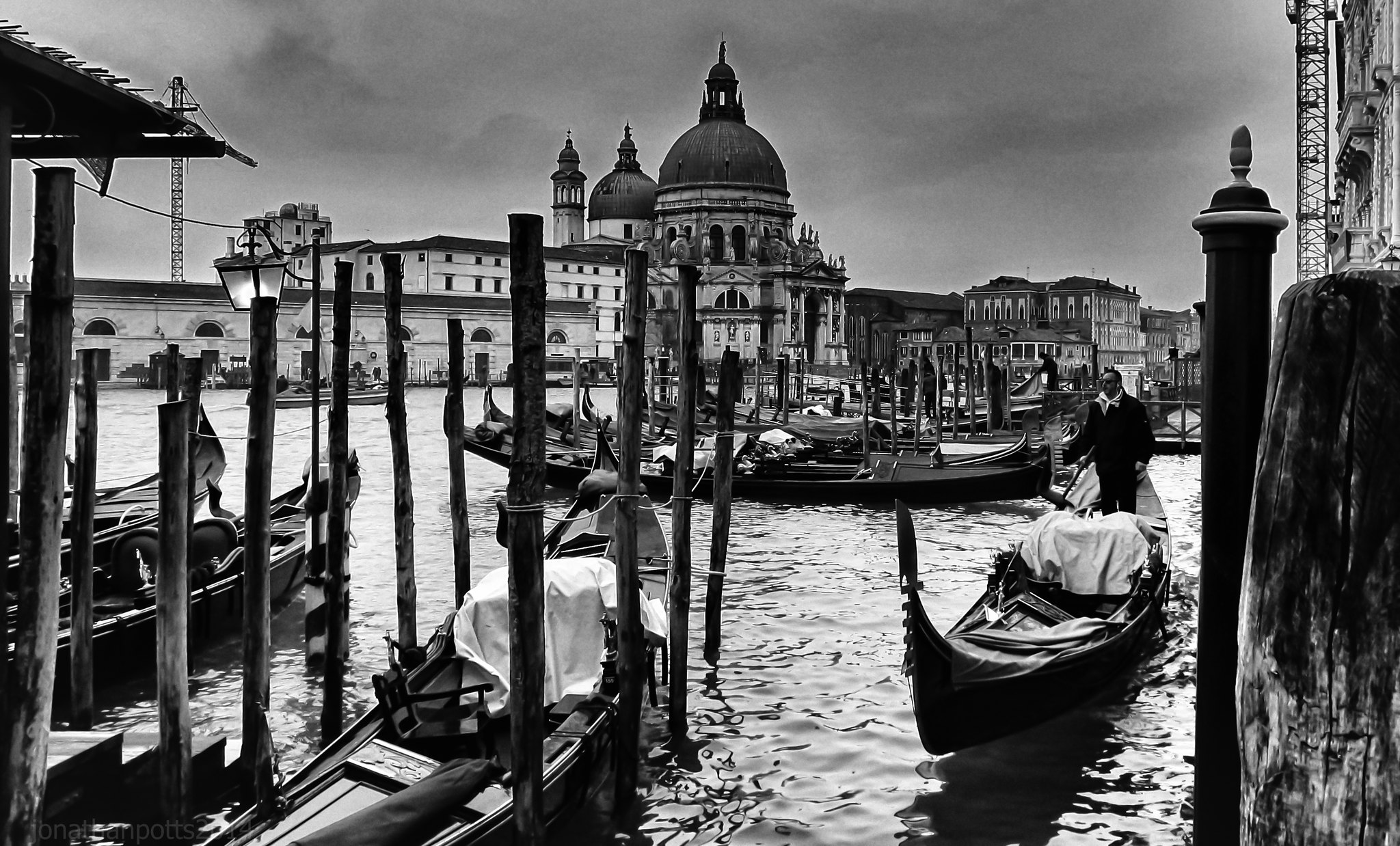 Invisible Cities, a love poem to the city - black and white photo of Venice