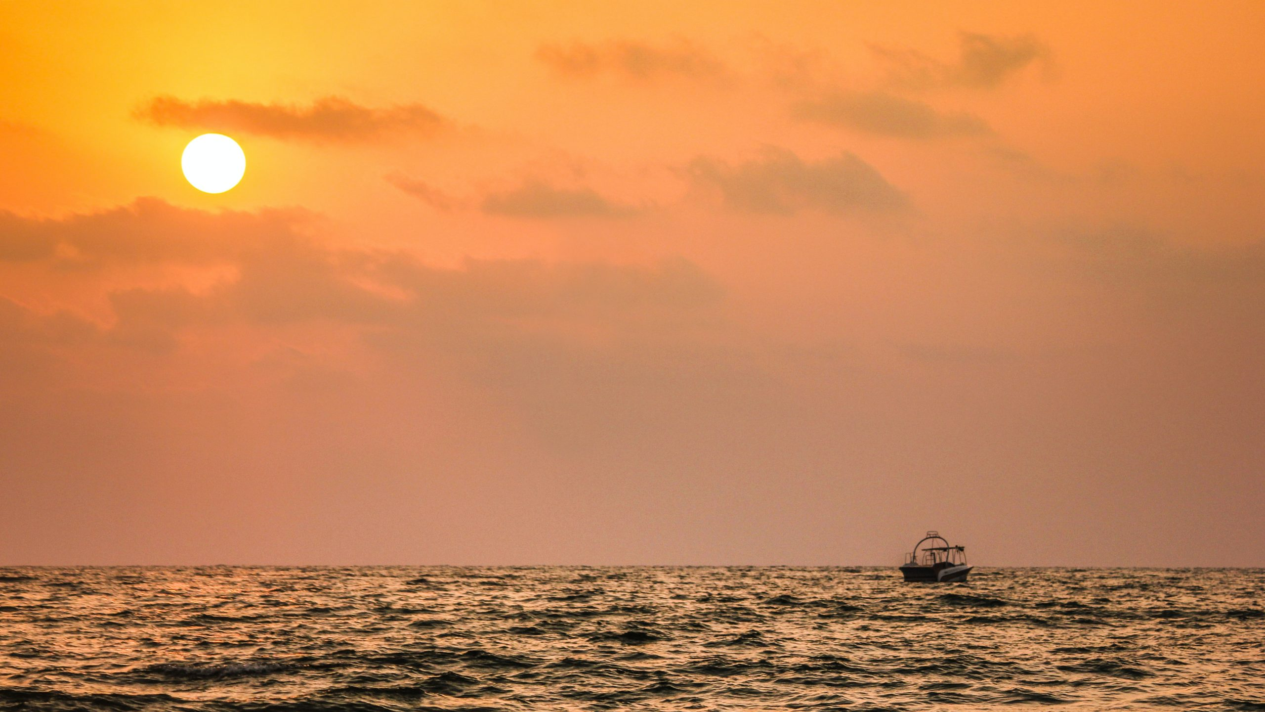 Life of Pi makes you suspend you disbelief - lonely boat in the ocean at sunset